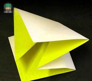 小时候我们经常会用一张纸折成各种形状的事物,有的可以是动物,可以使